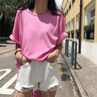 可爱女生的粉嫩搭配 粉色T恤下身失踪的流行穿法
