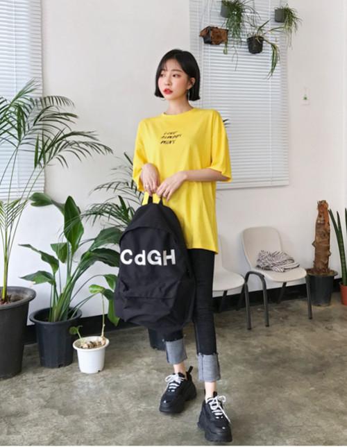 黄色T恤搭配直筒裤酷女孩路线 回头率第一